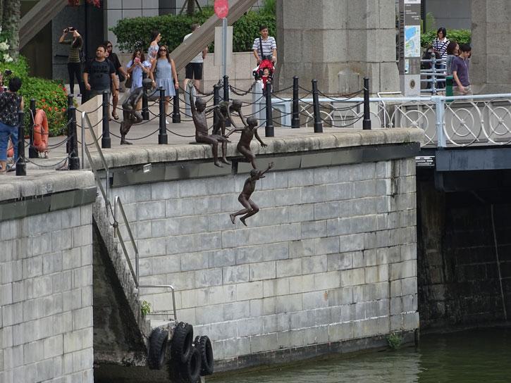 estatua-niños-saltando-rio-Singapur