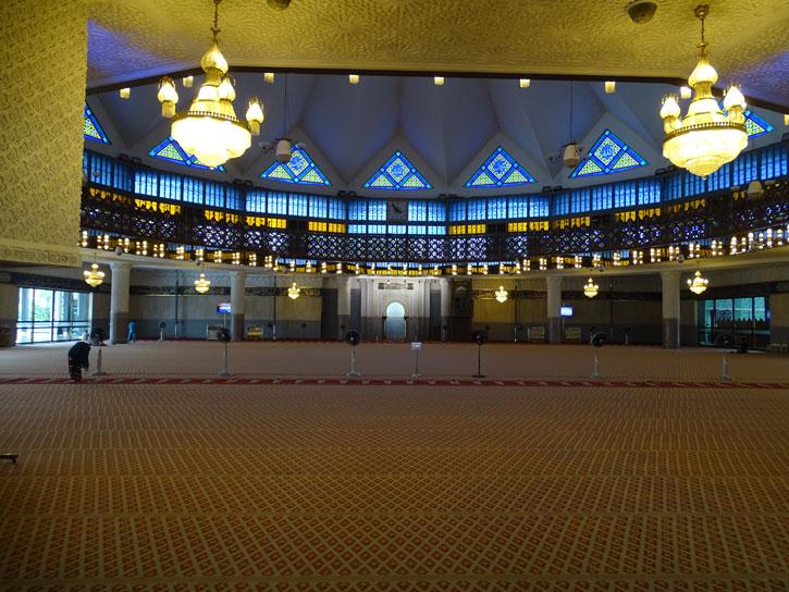 Masjid-Negara-main-pray