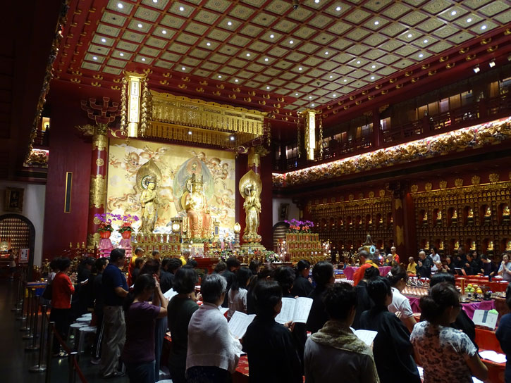 Buddha-Tooth-Relic-Temple-interior