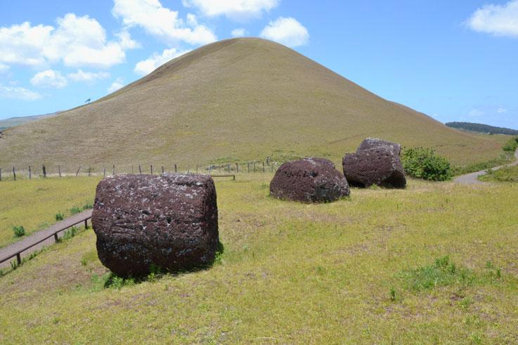 Puna-Pau-mountain-hat-Moais