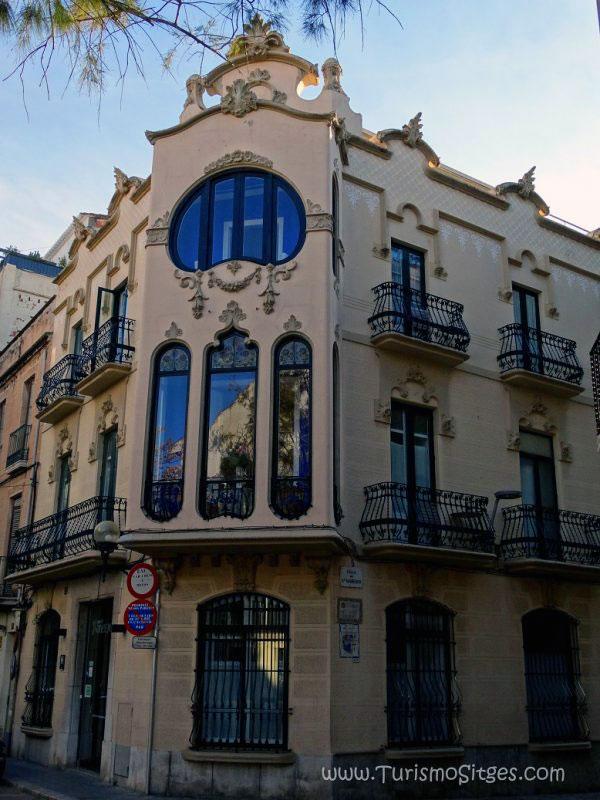 Ruta casas americanos centro sitges maletaready - Hotel casa vilella ...