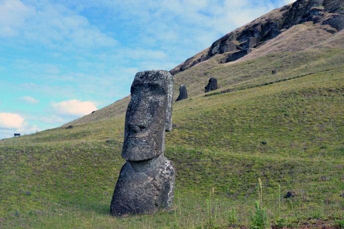 Rano-Raraku-Moai-mountain