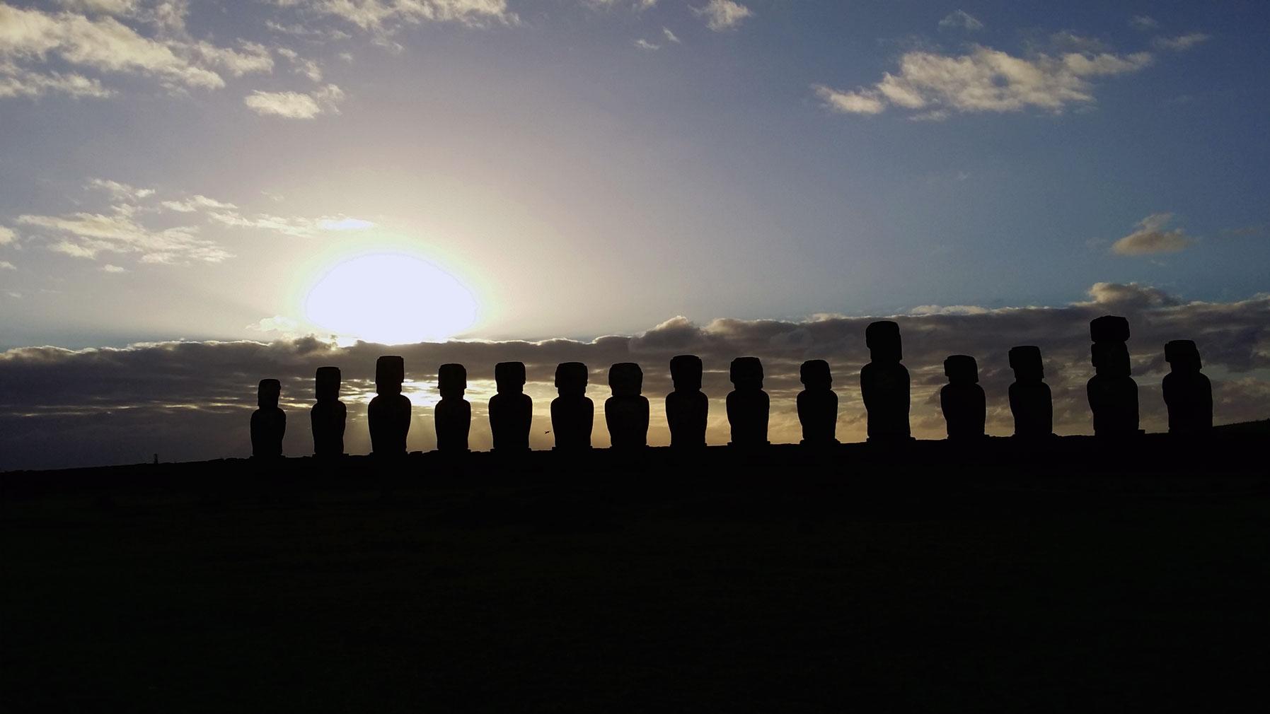 Ahu-Tongariki-sunrise
