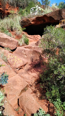 camino-primera-cueva-roca-foradada