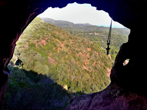 interior-cueva-Brugues