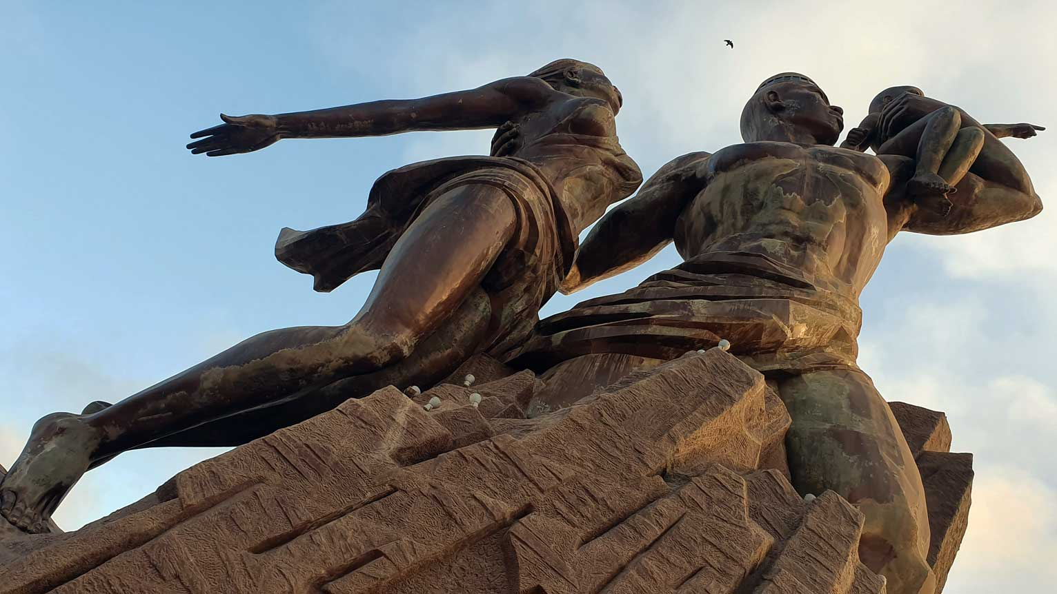 figura-monumento-renacimiento-dakar